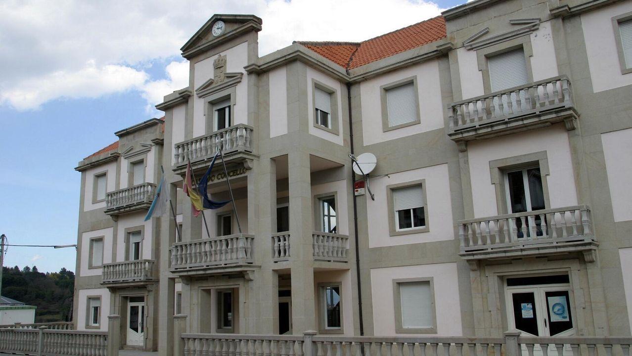 Murales financiados por el consorcio de turismo en casas de Os Peares