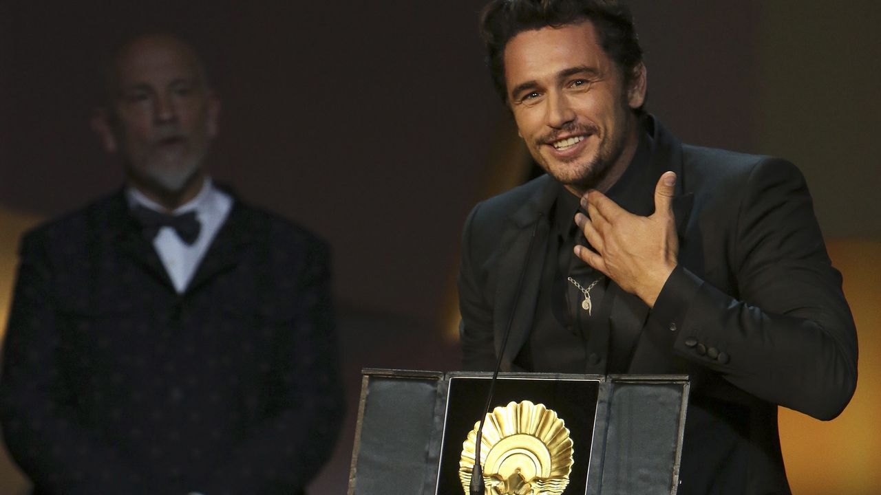 James Franco, acusado de acoso sexual.Szumowska, en el centro, con las actrices protagonistas de «The Other Lamb»