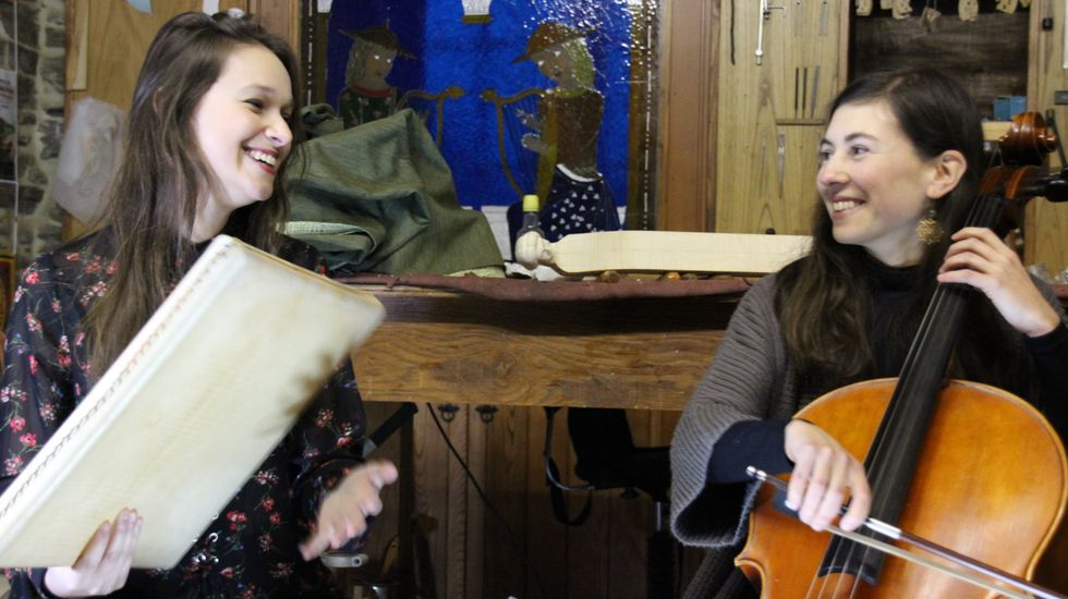 Carme López e Sabela Vázquez, de Raiceira