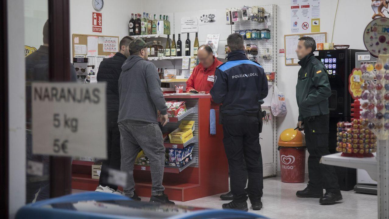 Herido en A Laracha un empleado de gasolinera arrollado por un coche que no abonó el repostaje