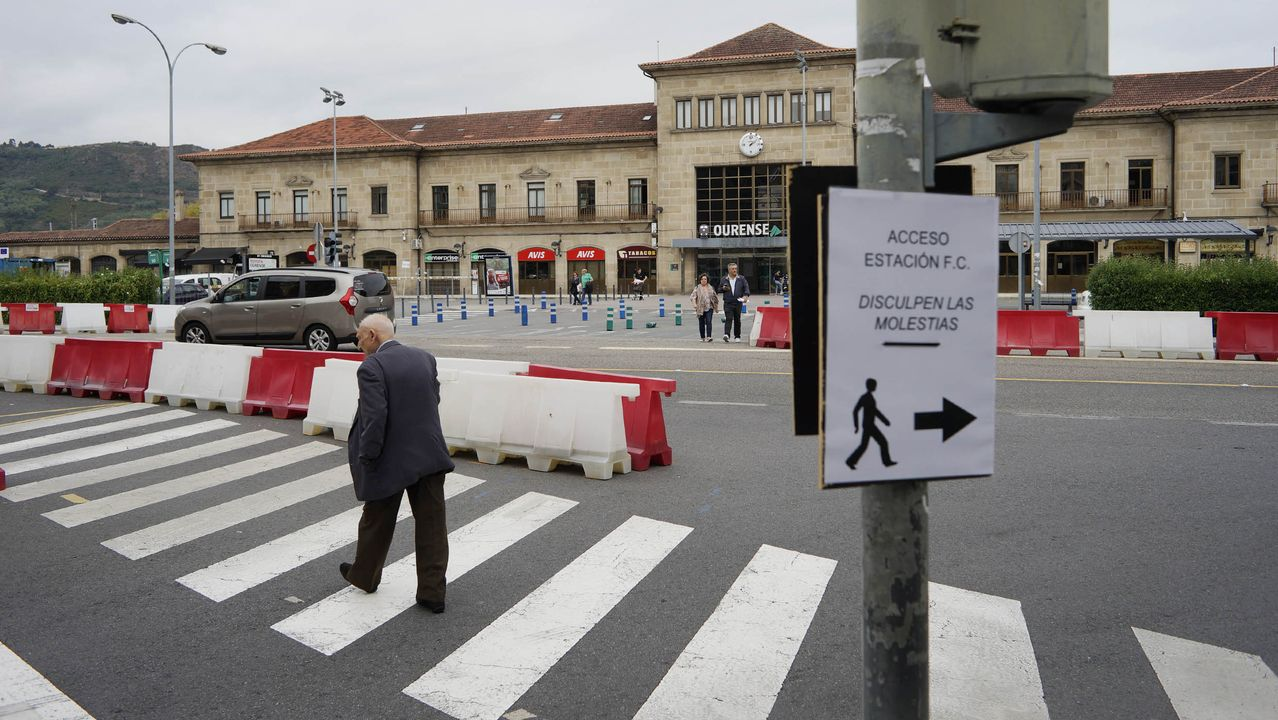 Obras frente a la estación de tren.La gala de clausura se celebró en la noche del sábado en el auditorio de Ourense