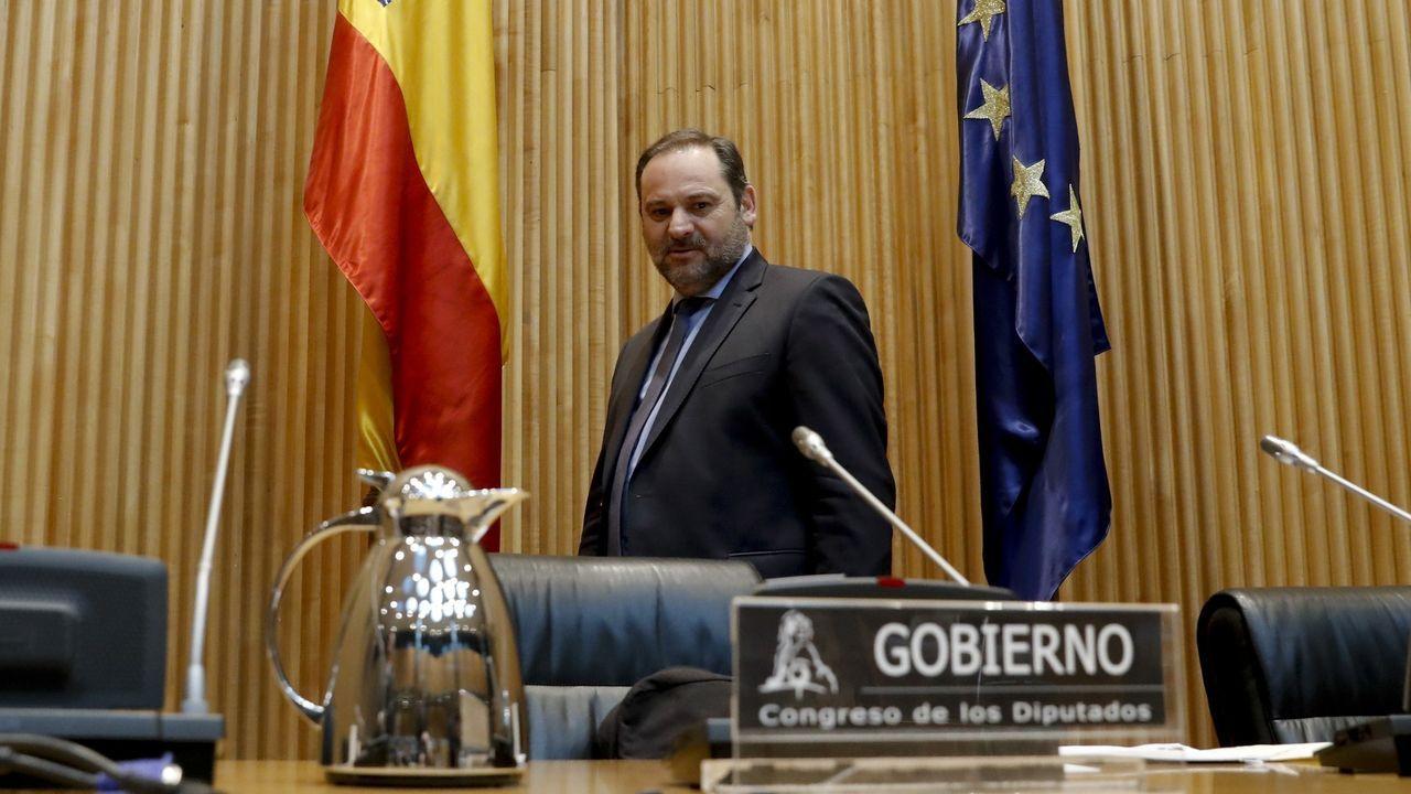 El ministro de Transportes, Movilidad y Agenda Urbana, José Luis Ábalos, momentos antes de comparecer en el Congreso