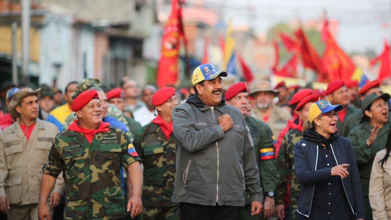 El concierto «Aid Live» reúne a miles de venezolanos en la frontera con Colombia.Nicolás Maduro, durante un acto militar celebrado el pasado 4 de febrero