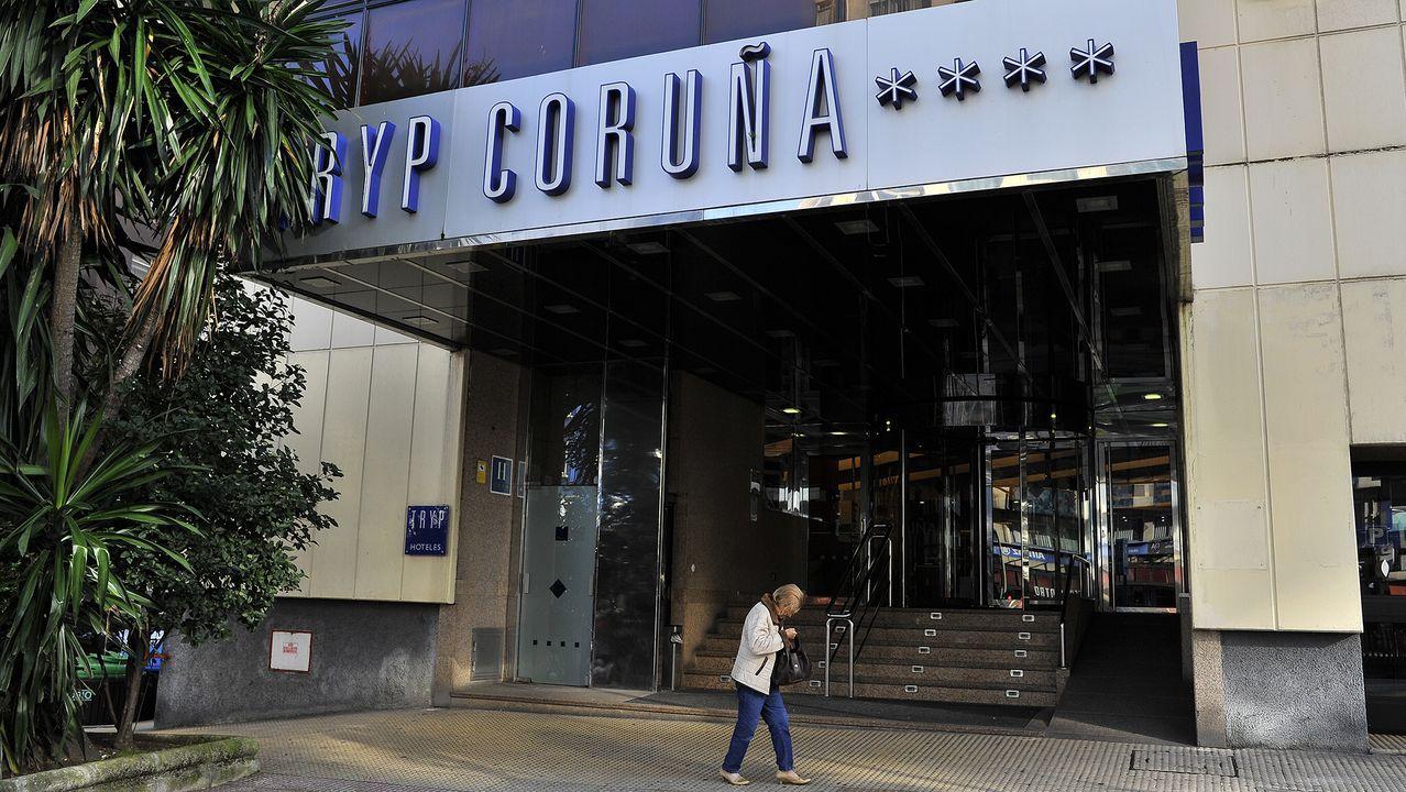 Entrada del hotel Tryp de Ramón y Cajal, ahora Exe Coruña