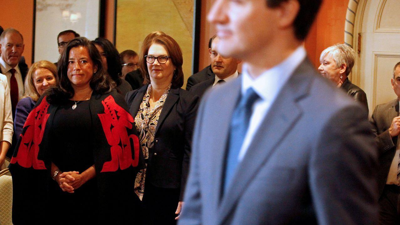   EFE.La presidenta de la Junta del Tesoro, Jane Philpott, (en el centro con gafas) era una de las mujeres con más poder en el Gobierno de Trudeau