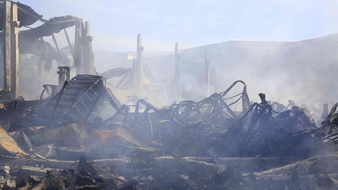 Se comenzará a retirar los escombros una vez se enfríen totalmente las instalaciones quemadas