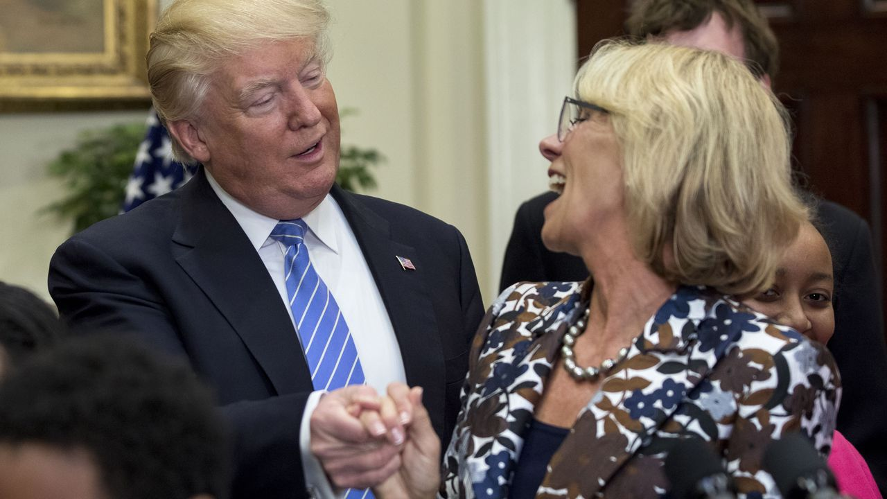 Trump con la secretaria de Defensa, en mayo del 2017