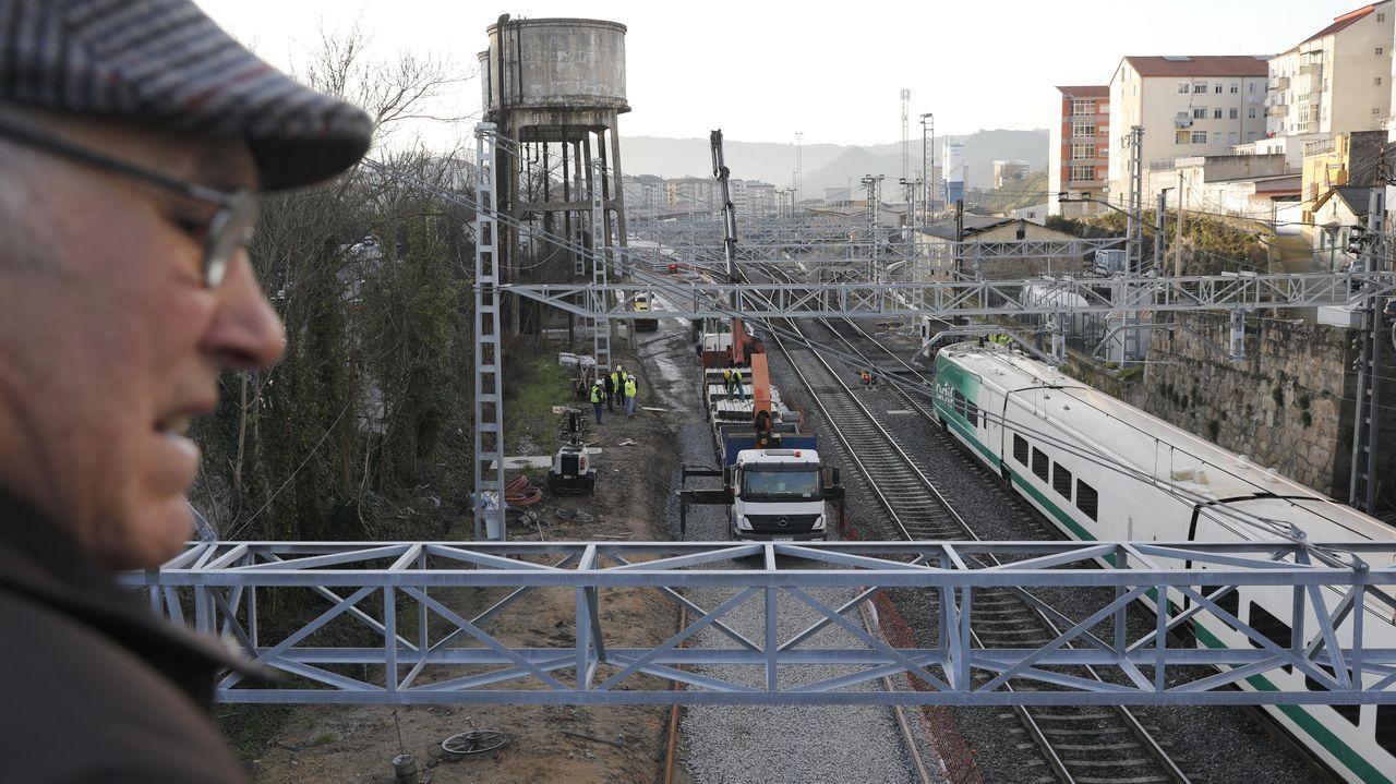 Suciedad en los trenes Vigo-A Coruña.Obras de adaptación a la alta velocidad del trazado ferroviario urbano de Ourense