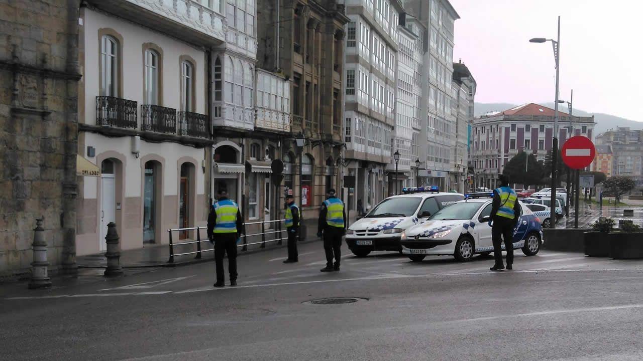 La Policía Local supervisa el cumplimiento del estado de alarma en Viveiro