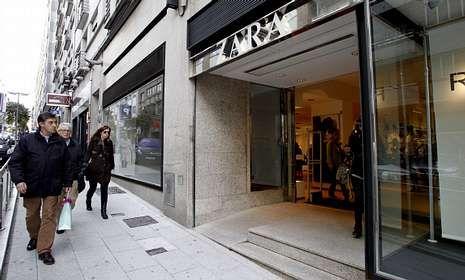 La tienda Zara de la calle República do Salvador fue la primera de Inditex en Compostela.