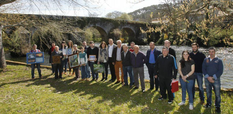 Representantes de ambos concellos participaron en un sencillo acto reivindicativo cargado de historia y simbolismo.