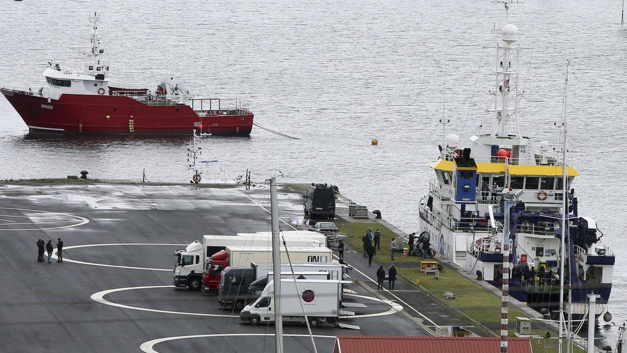 El equipo está rodando escenas en el buque Ángeles Alvariño, atracado en la base naval de A Graña