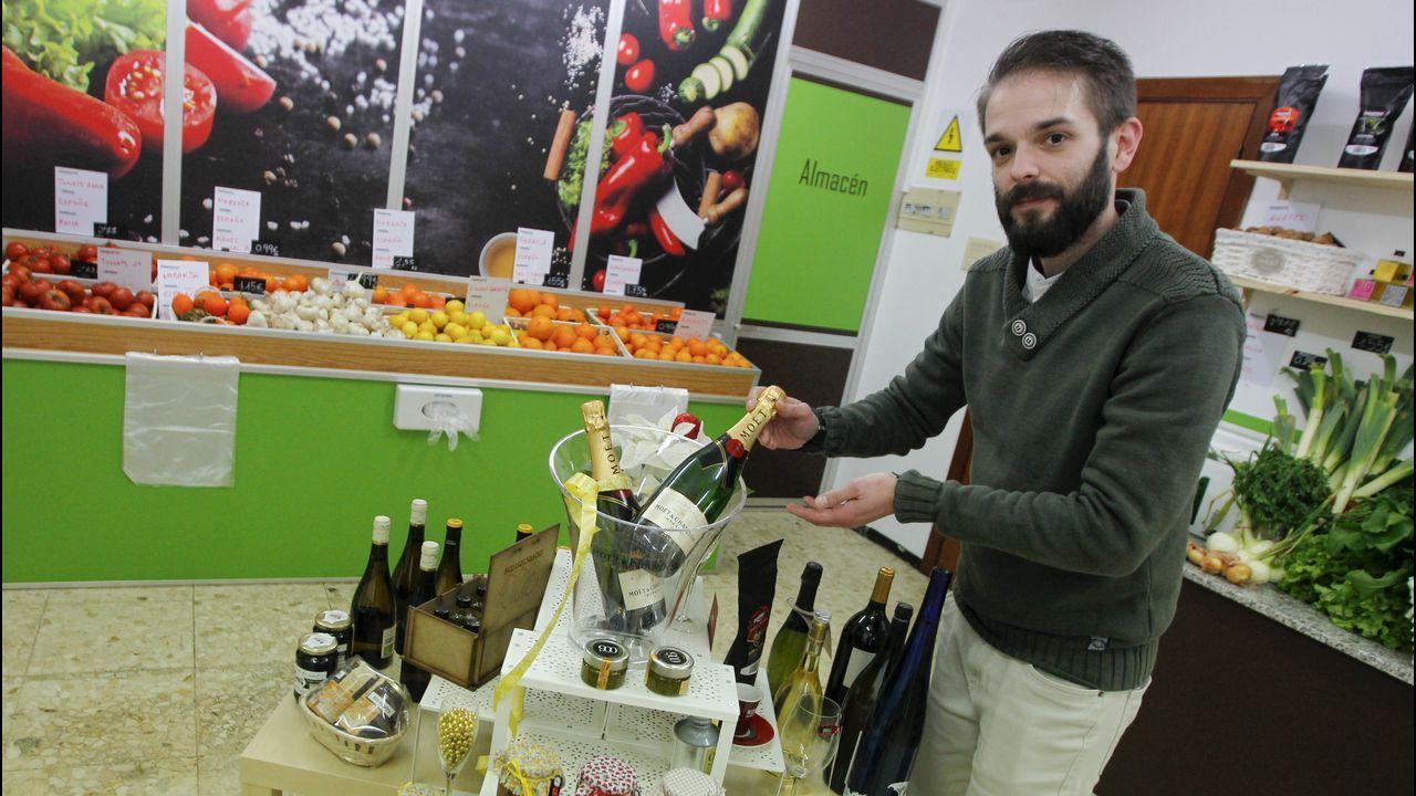 Eloy Villanueva ha abierto en la calle Real una frutería que lleva su nombre
