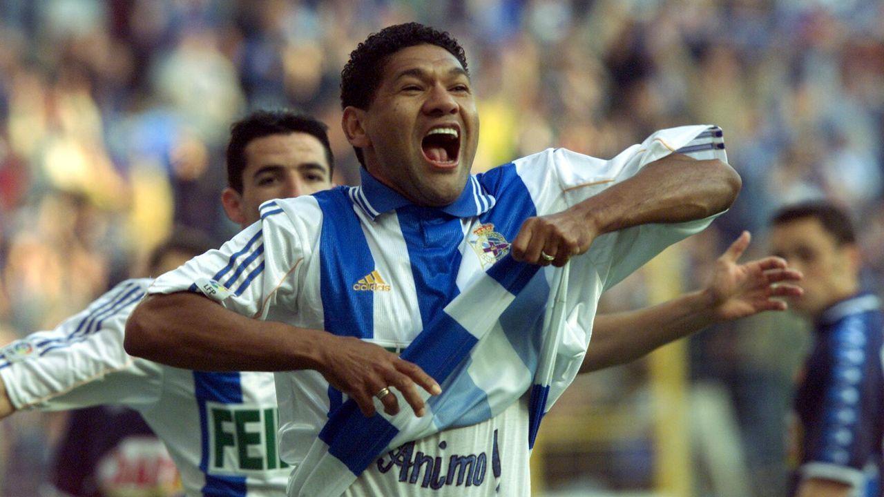 Así se celebró La Liga del Deportivo en el 2000.'Cuco' Ziganda y Miroslav Djukic