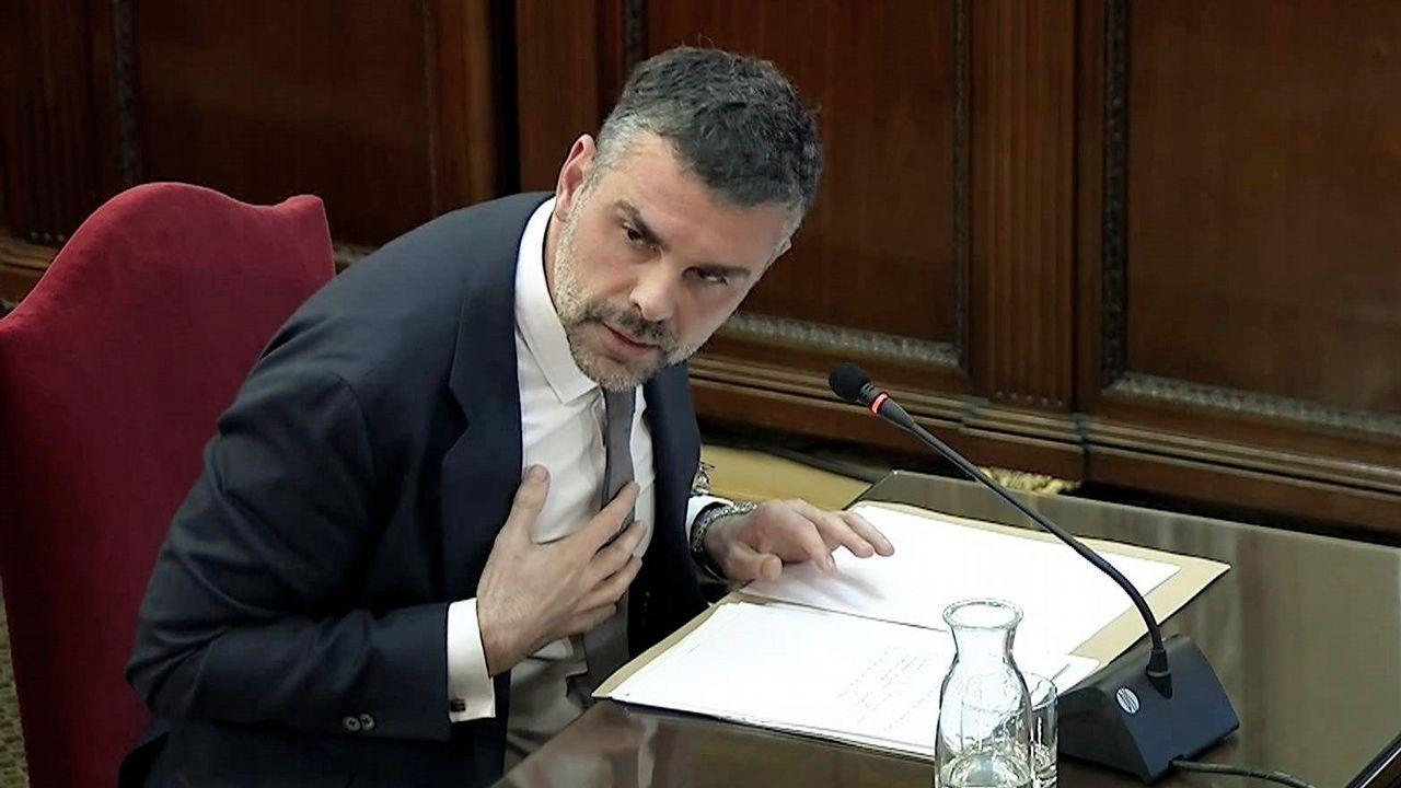 El exconsejero Santiago Vila ha sido condenado a la penas de 10 meses de multa con una cuota diaria de 200 euros y un 1 año y 8 meses de inhabilitación especial por un delito de desobediencia. Absuelto del delito de malversación.