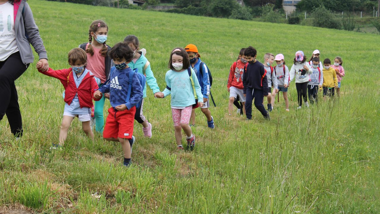 voz natura colegio santa baia Y AMICOS EN LA PLAYA DE BARRAÑA.Os pequenos de Valga saíron ao Camiño