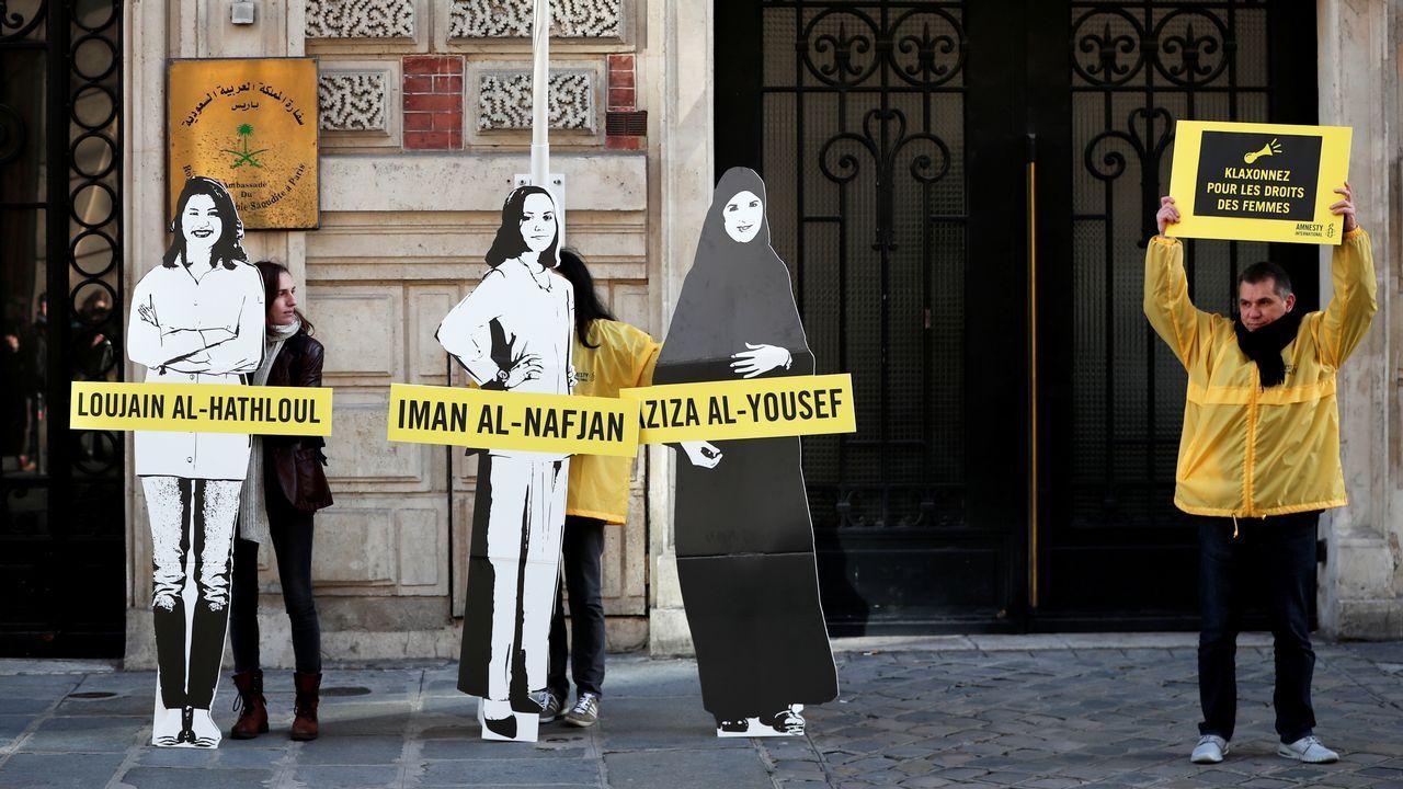 Activistas de Amnistía Internacional se manifestan en favor de los derechos de las mujeres en Arabia Saudí, durante el último 8 de marzo, en París