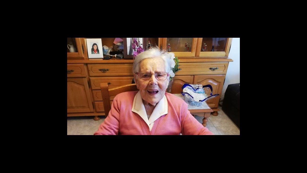 María Dolores González Díaz, en la fiesta que le hizo su familia para celebrar su 106 cumpleaños