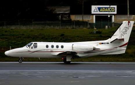 Las Hordas vikingas llegan a Catoira.La aeronave siniestrada cerca de Lavacolla, el pasado mayo en el aeropuerto de Oporto.