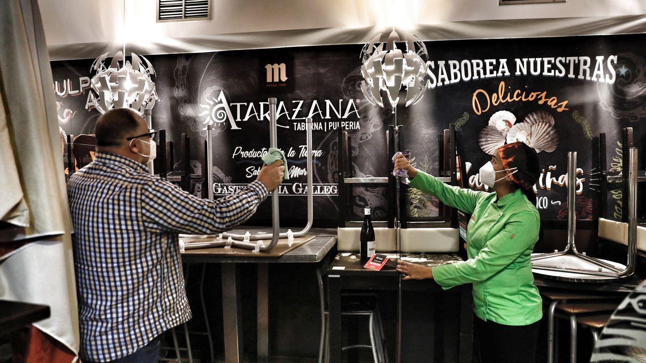 En Atarazana ya han comenzado a preparar su local de cara a la reapertura del viernes