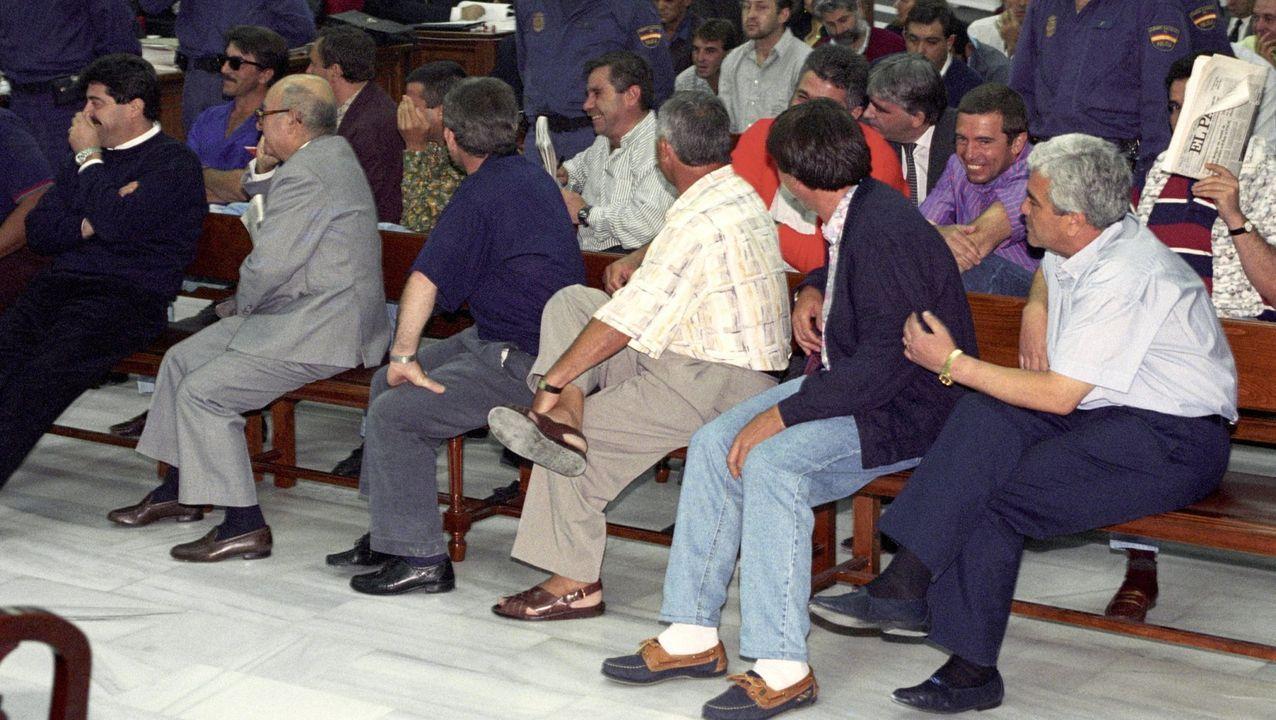 Carmen Avendaño, 30 años a pie de calle.Jorge Parada, con Baltasar Garzón, a principios de los 90