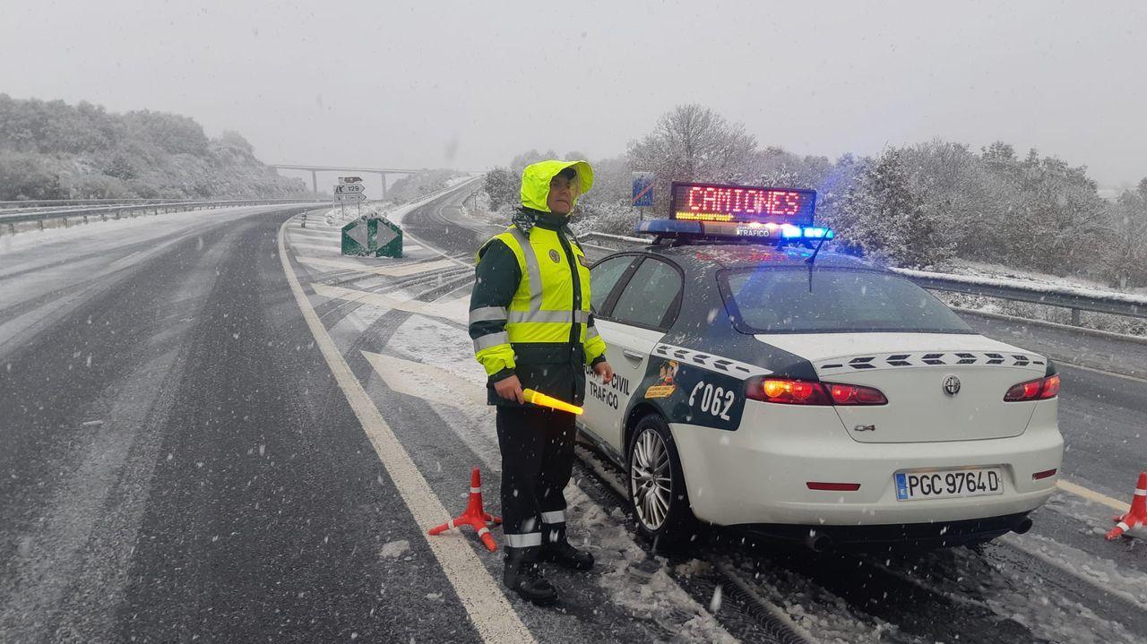 Imagen de noviembre del año pasado en la autovía A-52, cuando también se registraron importantes nevadas
