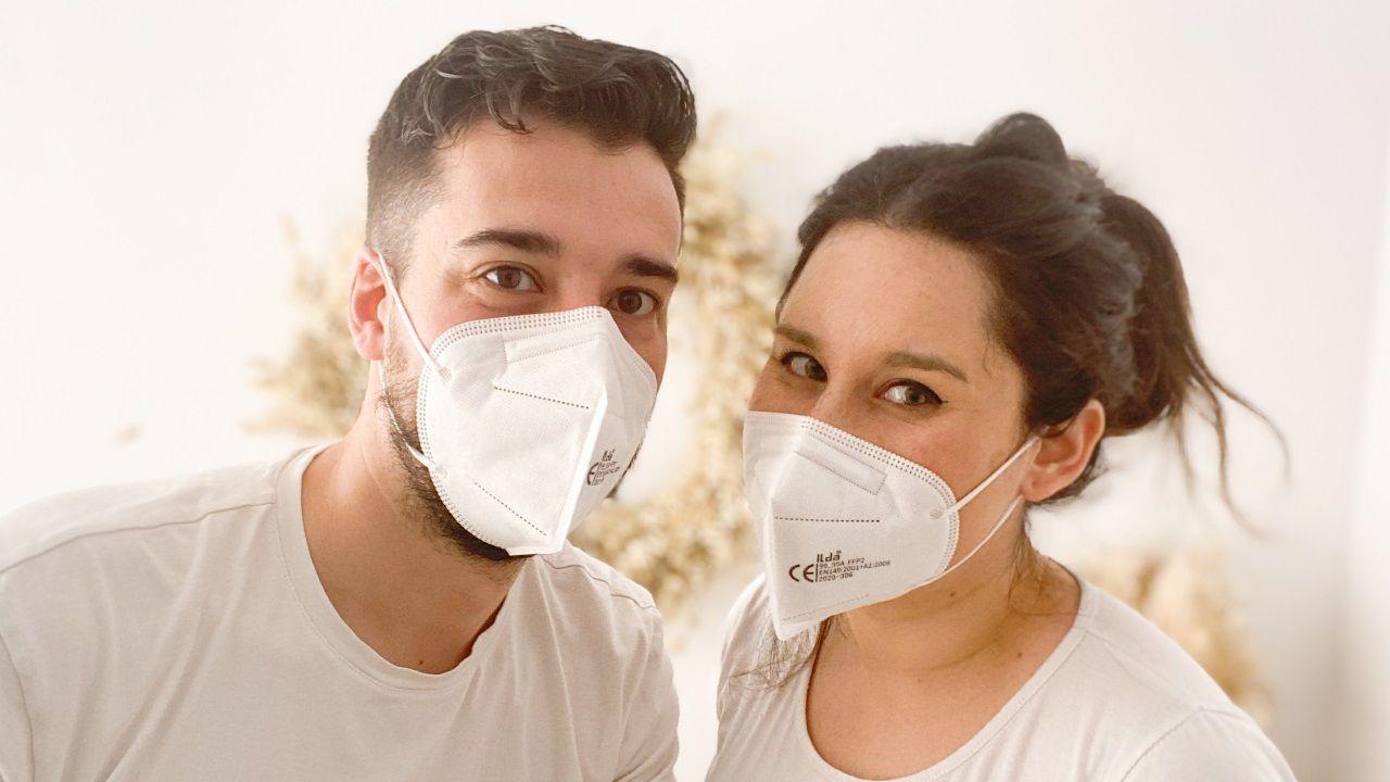 Maca y Adrián, al frente del estudio fotográfico Y al fin te encontré, han implantado un estricto protocolo en su vuelta al trabajo que incluye el uso obligatorio de mascarilla
