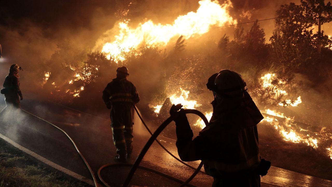 El operativo del megabuque Adelaide, fabricado en Ferrol, contra las llamas en Australia.Incendio en el túnel de Feve de Vallobín