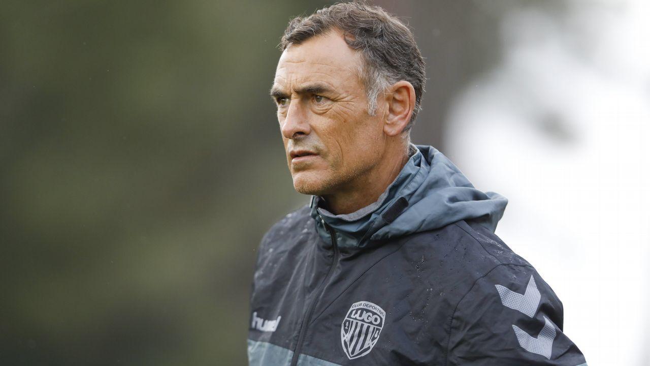 Aficion Real Oviedo Lugo.Diegui disputa un balón en el Oviedo-Mallorca de la 16/17