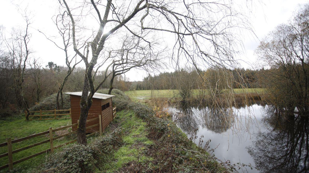 La laguna tiene un observatorio de aves y está cerca de la carretera N-VI