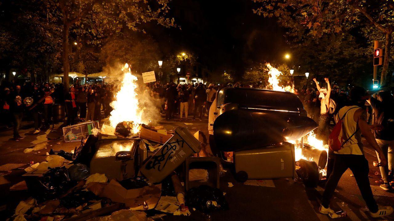Nueva jornada de movilizaciones en las calles de Barcelona.El vicepresidente Pere Aragonès (ERC y el presidente de la Generalitat, Quim Torra (JXC), este jueves, en el Parlamento de Cataluña