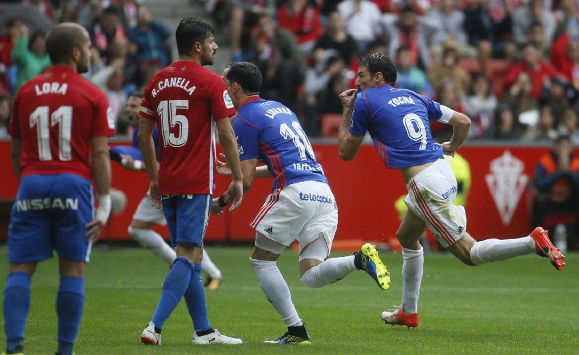 convocatoria entrenamiento requexon.Toché celebra un gol ante el Sporting en El Molinón