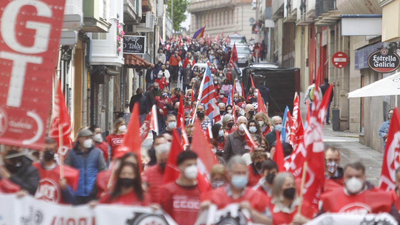 Celebración do 1º de Maio en Arousa.Los participantes en la manifestación conjunta de CC.OO. y UGT partieron de Porta Nova y finalizaron en la plaza de Armas