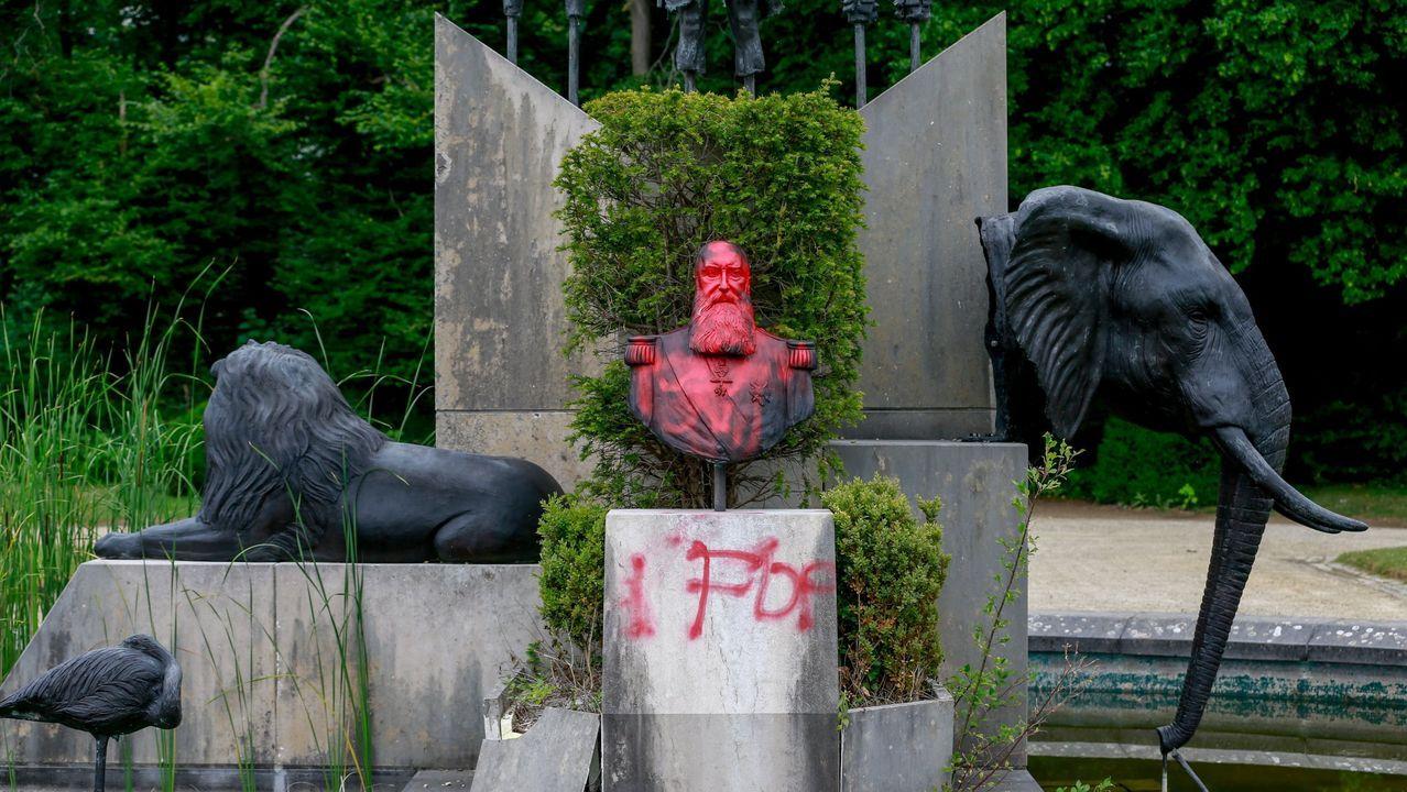 Pintadas en la efige de Leopoldo II situada en el parque de Tervuren, cerca de Bruselas