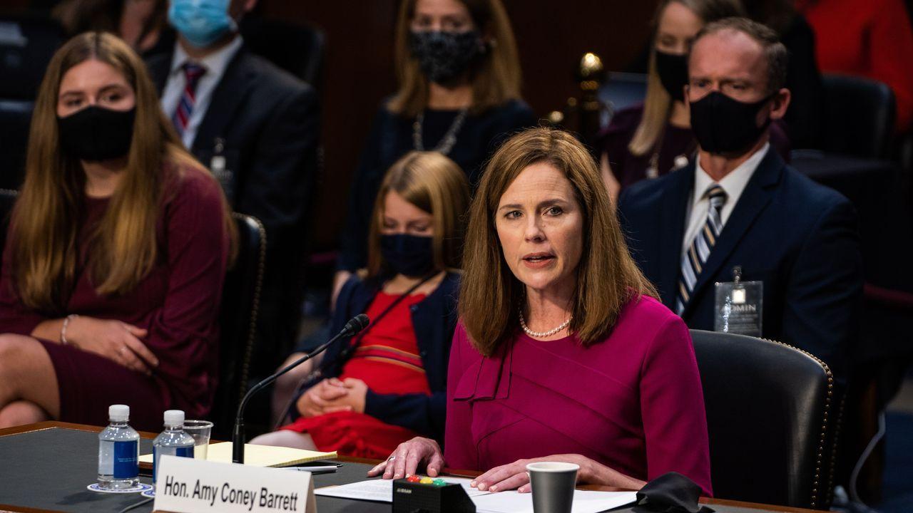 Amy Coney Barrett estuvo acompañada de sus hijos y marido en el Senado