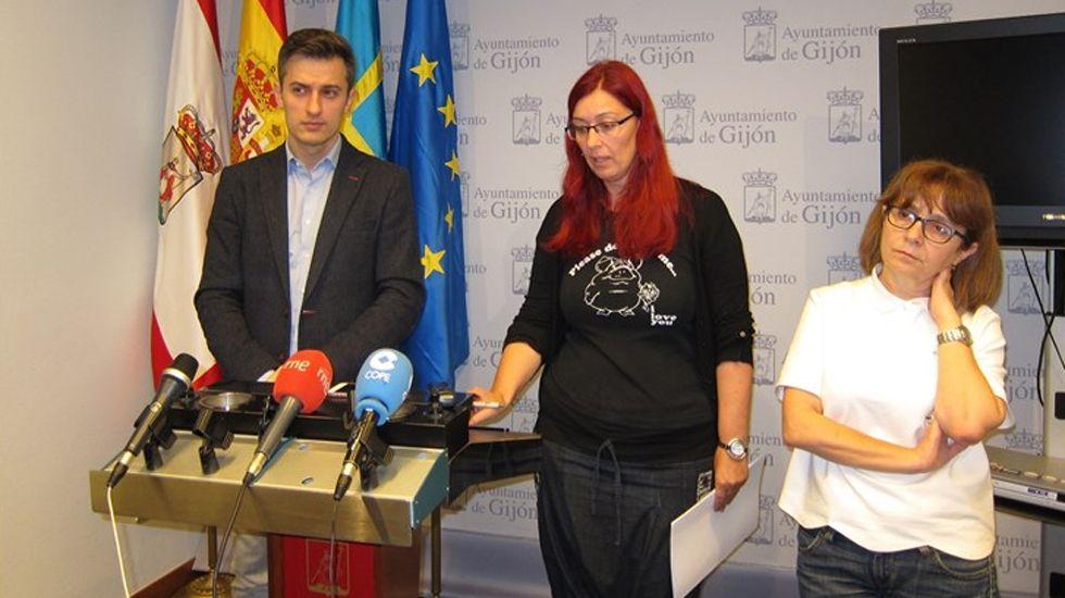 Por la izquierda, José María Pérez, Estefanía Puente y Ana Castaño en la sala municipal de prensa