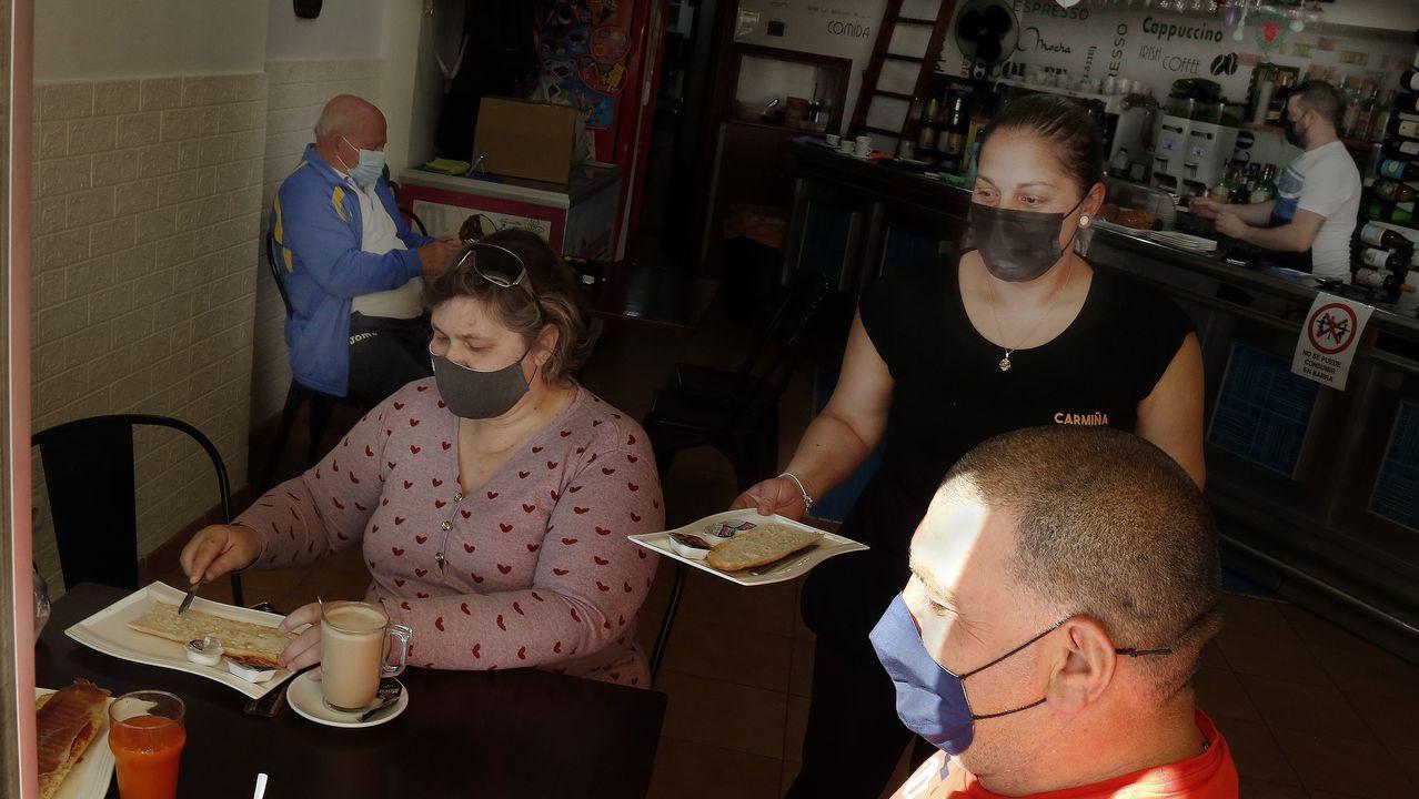 Celebración del Corpus en Barbanza.Local hostelero en Ribeira, que el sábado entró en el nivel medio de restricciones