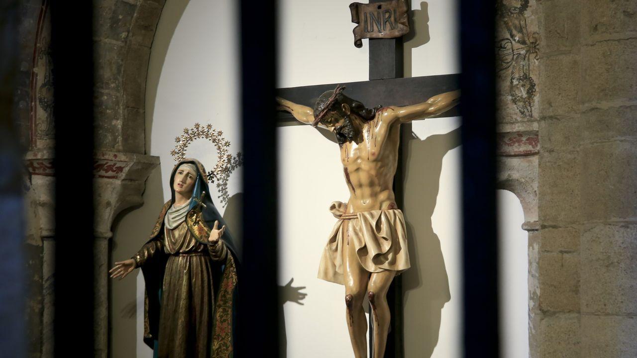 Las imágenes del Santo Cristo del Perdón y Nuestra Señora de la Piedad salen en procesión el Miércoles Santo