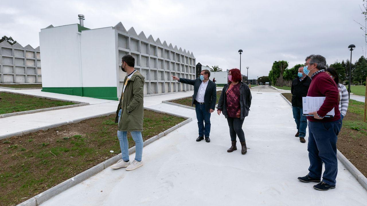 Calle comercial del centro de Pontedeume, en una imagen anterior a la pandemia
