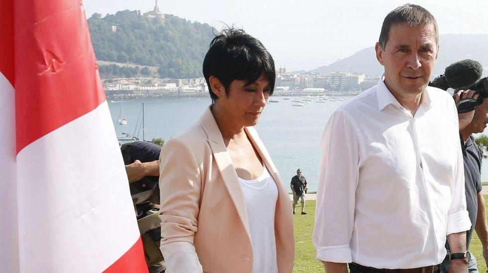 El lendakari, Iñigo Urkullu (derecha), y el consejero de Gobernanza Pública y Autogobierno, Josu Erkoreka