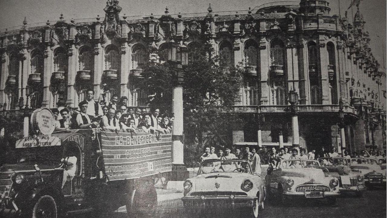 Celebración del Día de Galicia en 1959 en el Centro Gallego de La Habana, poco antes de ser incautado por Fidel Castro