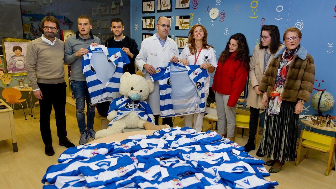 Batas blanquiazules para los niños ingresados en el materno Hospital Teresa Herrera