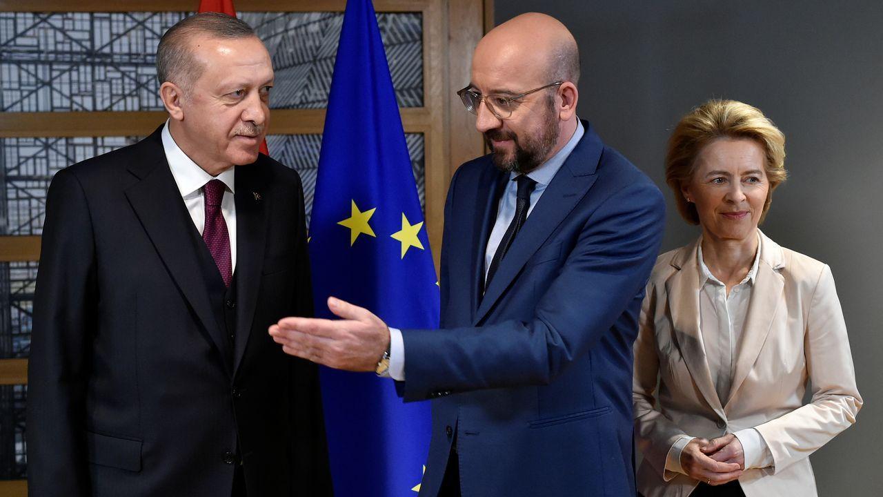 Erdogan, junto a Michel y Von der Leyen