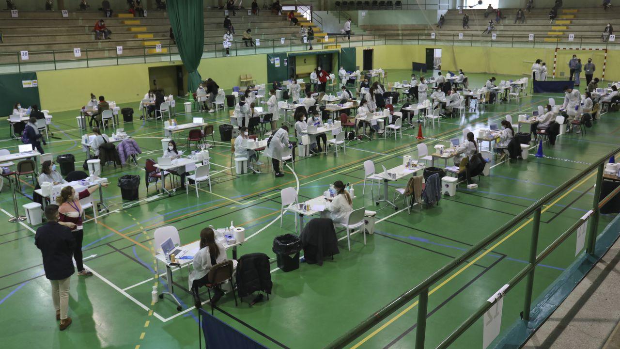 En Directo: Comesañaanuncia las nuevas restricciones que estarán vigentes en Galicia.Cribado entre alumnos universitarios de la USC