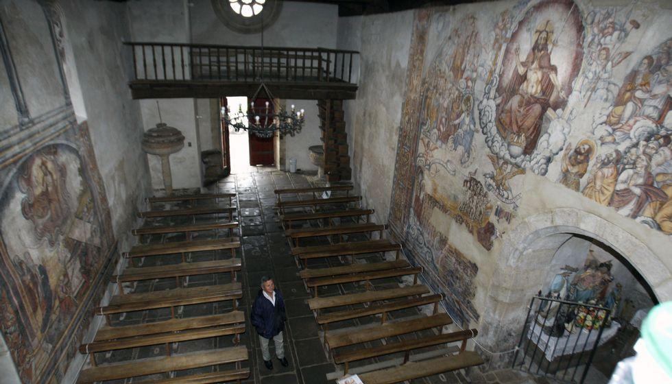 Comienza el certamen celtibérico infantil de bandas de gaitas.Vista xeral do interior da igrexa de Nogueira desde o seu arco triunfal, cos frescos xa recuperados dos muros laterais.