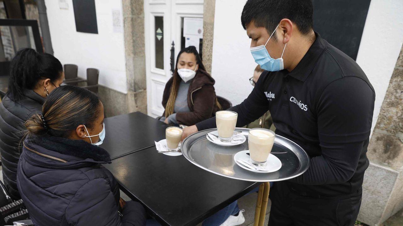 Los clientes vuelven a las terrazas de Santiago