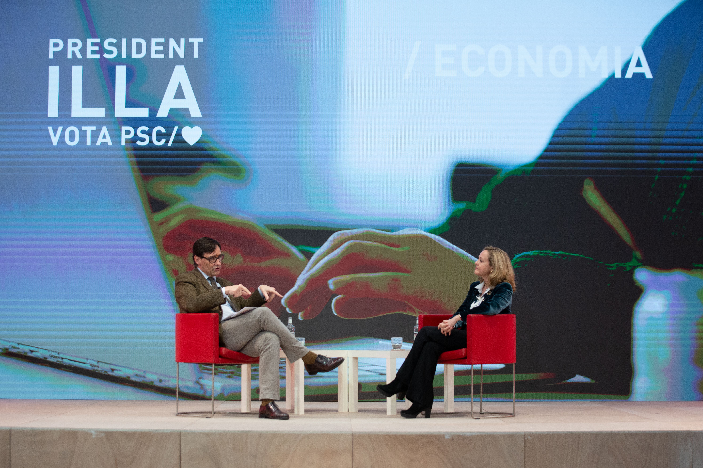 Salvador Illa y la ministra de Asuntos Económicos y Transformación Digital, Nadia Calviño, este lunes en la sede del PSC en Barcelona durante un encuentro digital