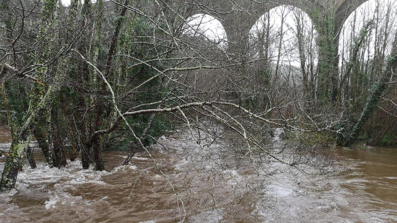 Fincas anegadas por el desbordamiento del río Mera, en Mera, Ortigueira
