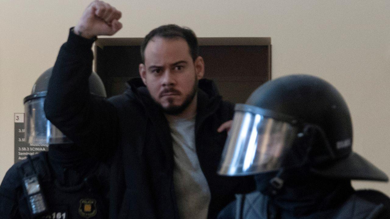 En directo: Protesta en Barcelona para pedir la puesta en libertad del rapero Pablo Hasel.Pablo Hasel, tras ser detenido