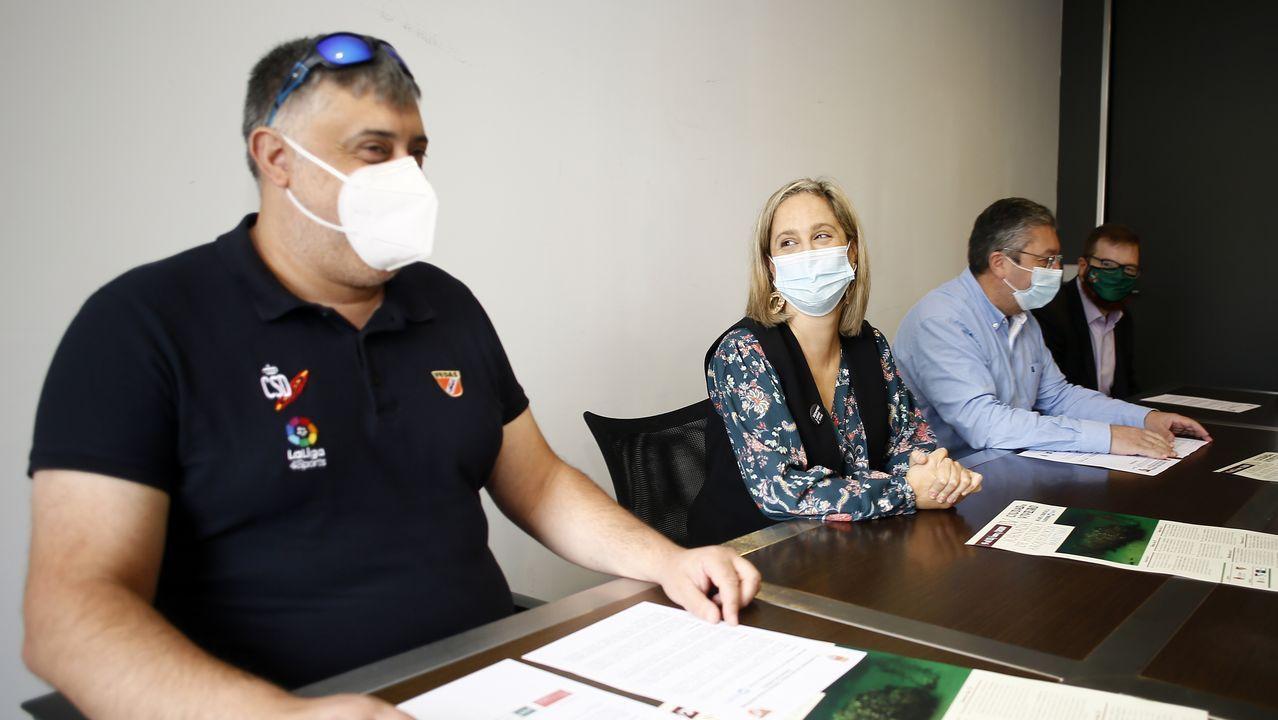 Antón López, María Loureiro, Jesús Fernández y un representante de la UNED, el 13 de octubre, cuando presentaron el congreso